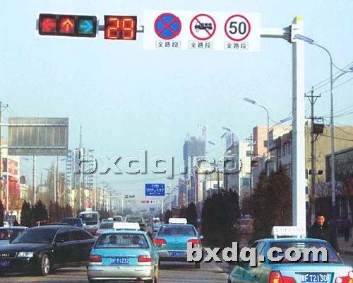 监控杆网提供生产交通指示杆厂家