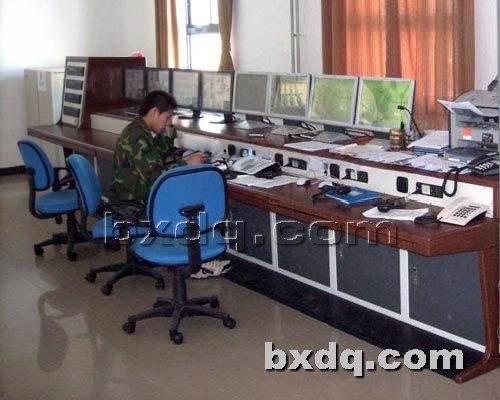 监控杆网提供生产高档豪华安防控制台厂家